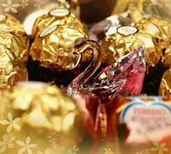 Tauchen Sie ein in die Welt von Ferrero Rocher und vergolden Sie Ihre Momente.