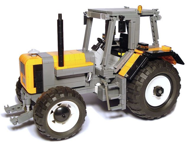 Renault 155-54, replicated with LEGO - That would be good to keep in consideration. I'm also sure that you can make a 2-seater tractor using that same concept outright.