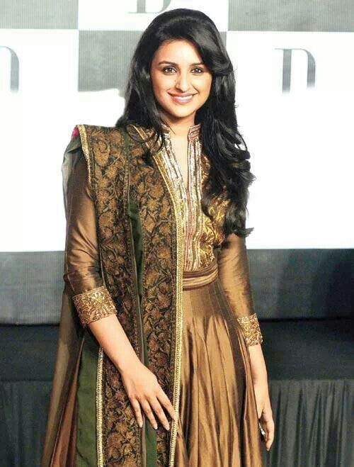 Parineeti Chopra looks dazzling in this golden outfit!