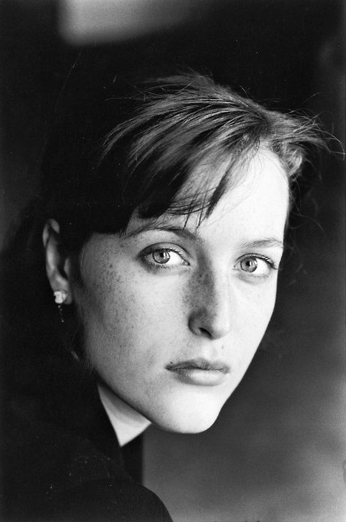 Gillian Anderson (1968) - American actress. Photo by Jane Bown (1995).