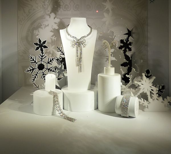 17 best images about windows on pinterest snowflakes for Jewelry store window displays