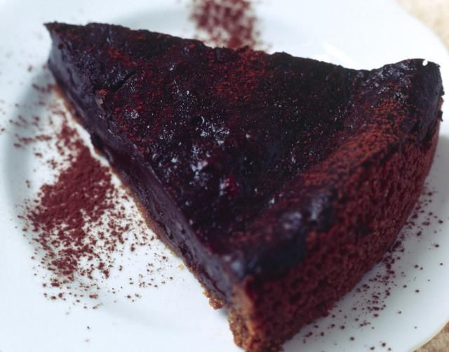 Mississippi mud pie recipe, made with chocolate or vanilla cookie crust and a cooked chocolate filling.
