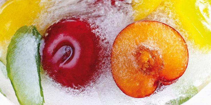 Als je je vriezer slim gebruikt, wordt het een slimme voorraadkast met (de basis voor) de heerlijkste gerechten. Maar: er zijn ook een aantal voedingsmiddelen die je níet in kunt vriezen. Wat kun je niet invriezen? -Hele (gekookte) aardappelen niet, (maar puree en voorgebakken frites wel). -Hele appels, peren en kiwi's niet (maar compote of…