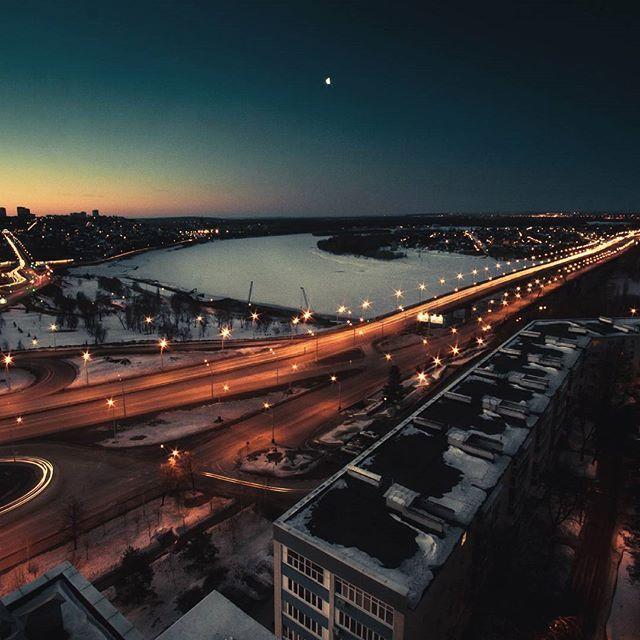 Призраки-мысли витают над городом В смоге бетонных районов-обителей Чувства забыты и души распороты Живут тут не люди... ... а потребители! #night #sun #sunset #city #cityscape #nightcity #sky #skyline #bridge #river #moon #road #ufa #panoramaplace #horizon #morning #eventprofs #venues #place #events #places_wow #уфа #ночь #мост #дорога #город #рассвет #крыша #необычноеместо by panorama.place.  events #мост #panoramaplace #river #horizon #sun #skyline #venues #morning #places_wow #road #city…