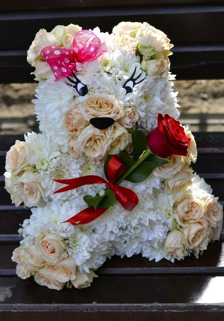 flower teddy bear www.aranjamentedevis.ro/galerie-foto/figurine-din-flori/