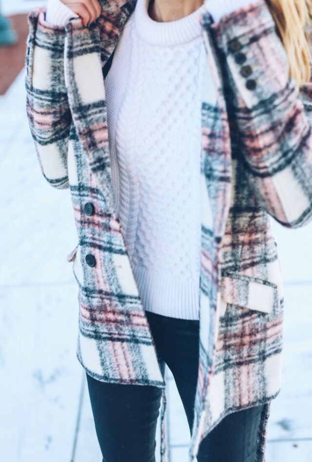 Pin is just the image, no through link. | Traveling style inspiration for women. Cute plaid jacket.