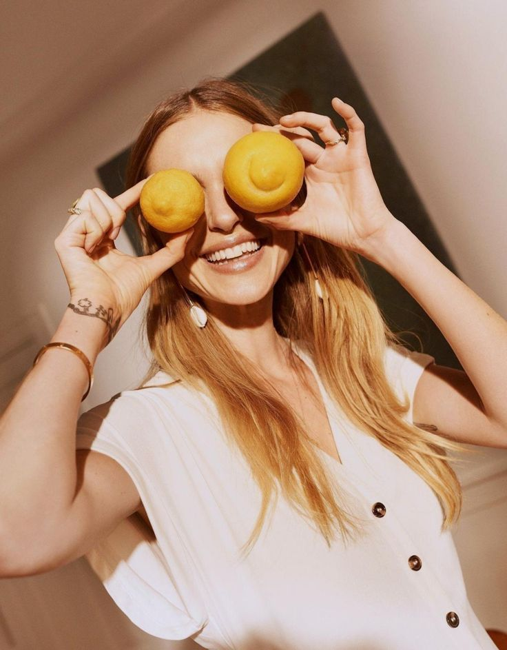 Девушка с манго картинки