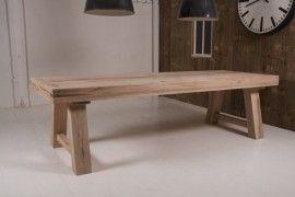 """Stoere tafel """"Minsk""""   Deze stoere tafel """"Minsk"""" heeft een enorme bladdikte, en oogt daarom zeer robuust. De tafel heeft een strakke, doch warme uitstraling, en is gemaakt van eikenhout.  In verschillende maten leverbaar te weten:  240 x 100 cm. Prijs:  € 1199,-  260 x 100 cm. Prijs:  € 1299,-  280 x 100 cm.  Prijs; € 1399,-  300 x 100 cm.  Prijs; € 1499,-    De standaard kleur van deze tafels is antiek naturel; maar het is mogelijk de tafel naar wens af te werken. (+€150,-)"""