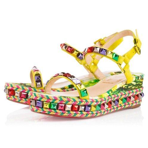 2015 Christian Louboutin İlkbahar Yaz Bayan Ayakkabı Modelleri - Christian Louboutin 2015 kadın ayakkabı koleksiyonu soyut desenler, boncuklu topuklu sandaletler, dirsekli topuklar ve göz alıcı renkleri ile eğlenceli ve seksi. 2015 Christian Louboutin bayan ayakkabı ve çantalarından oluşan ilkbahar yaz koleksiyonu:
