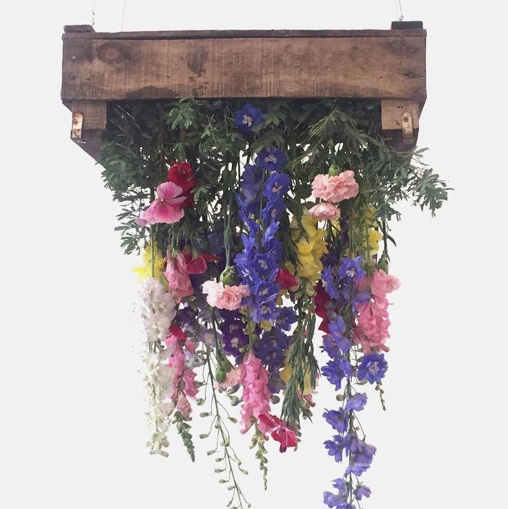 Gran cierre del año de @revistatigris! Felicitaciones @rochilanu #tigrison   Las flores divinas son de @weddingfactory    #flower #flowers #flores #arreglosflorales #revistatigris #findeaño #deco #decoracion #decoration #decorate #decorations #homedecor #decoração #interiordesign #diseñodeinteriores #interior #diseño #design #picoftheday#apykahome @apykastore