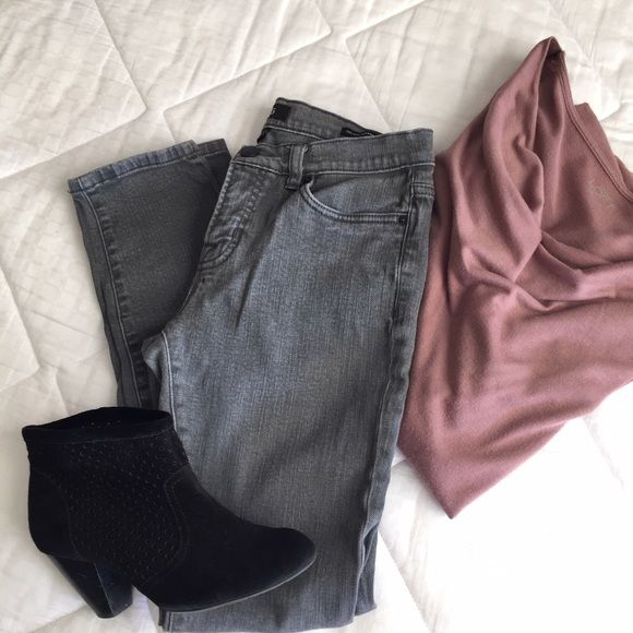 ✨Sale! Urban Outfitter's BDG gray jean Urban Outfitter's BDG gray wash mid-rise ankle jean, size 28x30. I would keep them but they are a little too small. Perfect with booties and a poncho! Urban Outfitters Jeans Ankle & Cropped