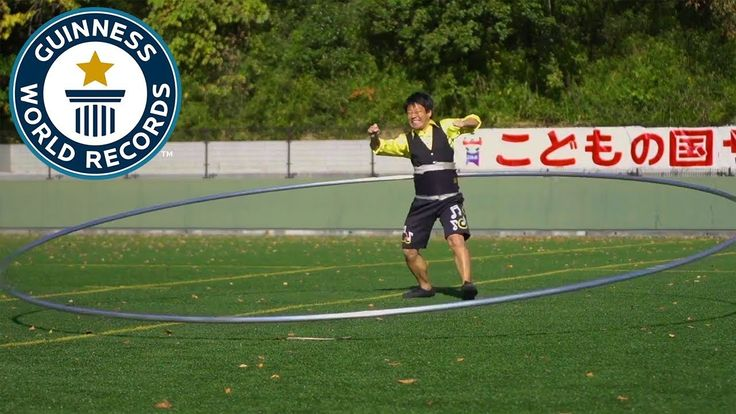 Japanese Man Sets New Guinness Record for Spinning World's Largest Hula Hoop Yuya Yamada, a hula hoop street performer from Tokyo, Japan, recently managed to set a new Guinness record after successfully spinning a5.14 m (16 f... http://drwong.live/weird/japanese-man-sets-new-guinness-record-for-spinning-worlds-largest-hula-hoop-html/