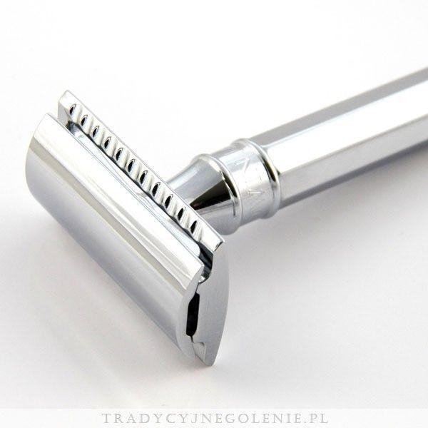 Ta elegancka tradycyjna maszynka do golenia Edwin Jaggera cieszy się ogromnym uznaniem wśród zwolenników golenia na mokro. Każdy szczegół maszynki został dopracowany przez fachowców Edwin Jaggera - precyzyjnie wykonany grzebień oraz solidna ośmioboczna rączka sprawią, że codzienne golenie jest przyjemnością. Wszystko wykończone jest wysokiej jakości chromowaniem.