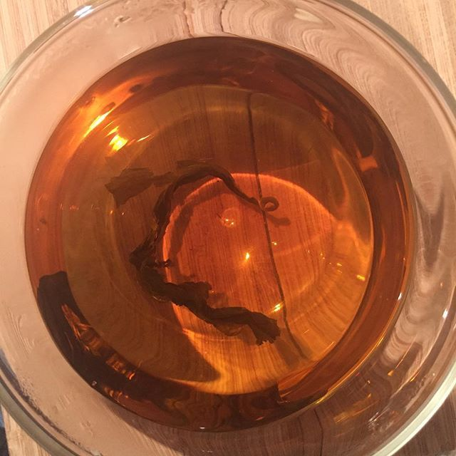 A sweet caffeine & sugar free nightcap. Chamomile infused with hydrangea 😍 the perfect way to end a Sunday evening. #heavenleetea #hydrangeatisane #hydrangeatea #naturallysweet #sugarfree #whole30 #paleo #tea #relax #unwind #sundayvibes #diabeticfriendly #vegan #paleo