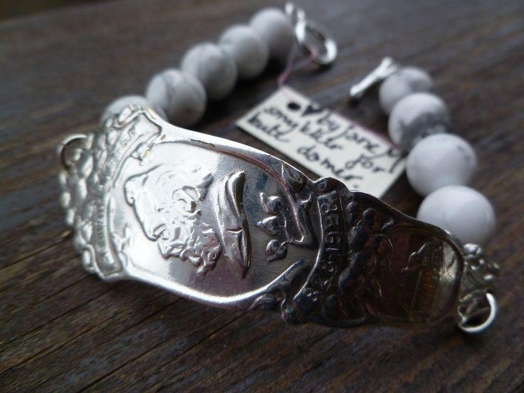 Armbånd lagd av skaftet på en gammel t - skje og Howalite Henrik Ibsen.Bracelets made from the shaft of an old spoon and Howalite. Henrik Ibsen. Epla.no/shops/byjanem/ Facebook.com/ByJaneM/ Instagram:@byjanem