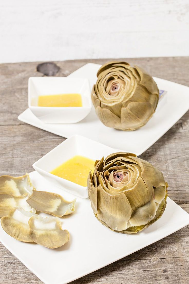 Artisjokken met een sjalot-vinaigrette is een gerecht waarbij merkbaar is dat eenvoud ook heerlijk kan zijn. Recept voor 2 personen.