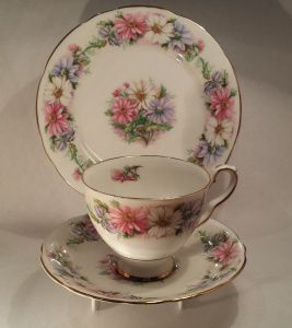 """Daisy Chain About: Royal Stafford, """"Daisy Chain"""" From: second hand china stall at markets Price: $12 Quality: excellent Notes: found while exploring the markets with my best friend."""
