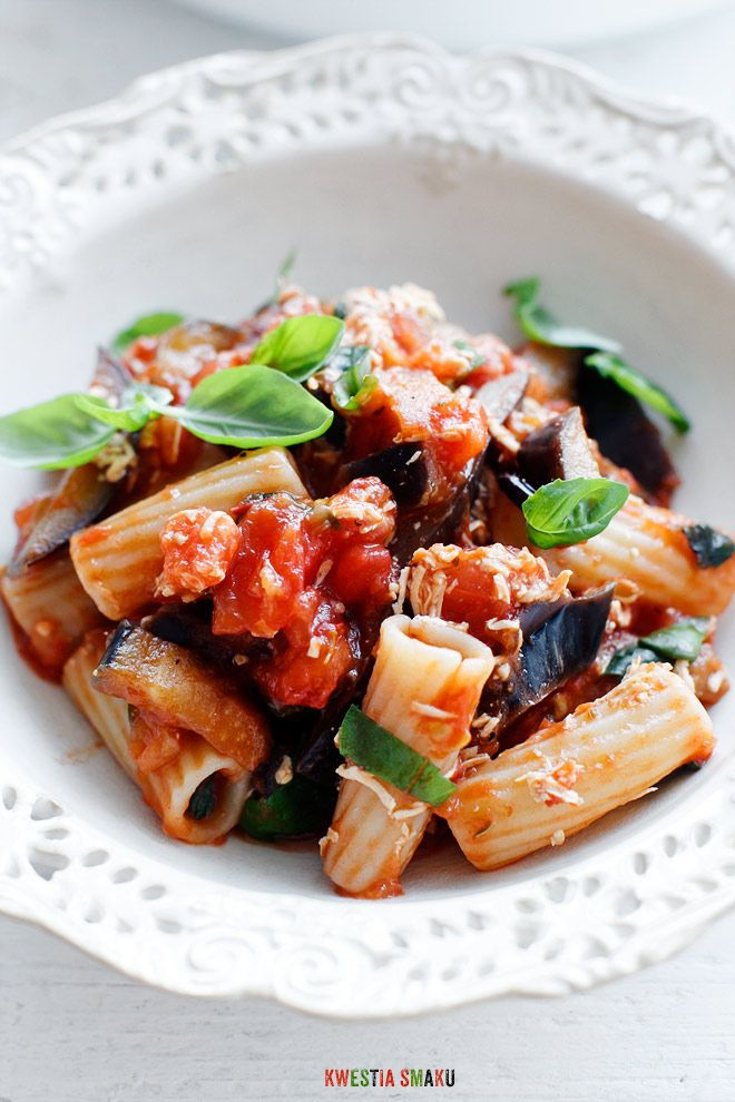 Makaron z bakłażanem, pomidorami i bazylią  Pasta alla Norma