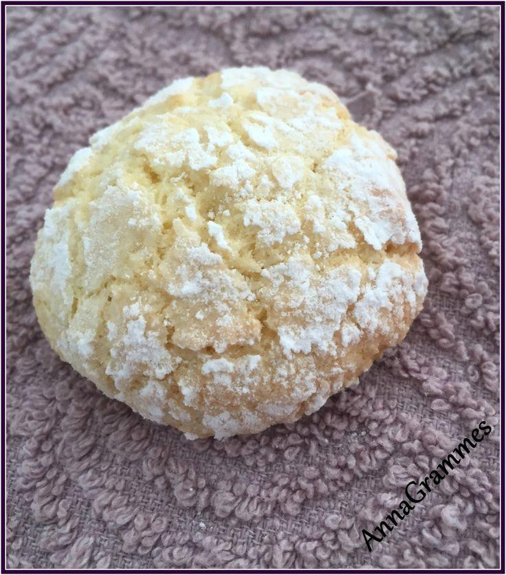 biscuits noix de coco (pour 15 biscuits)  :  – 2 œufs – 90 g de sucre – 1 sachet de sucre vanillé – 100 g de noix de coco râpée – 100 g de farine – sucre glace