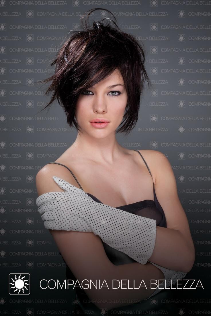 #Black #hairstyle. Joyà Color Cuor di Liquirizia by #CompagniadellaBellezza. #Capelli neri. #Taglio corto.