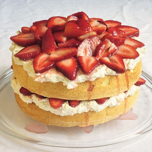 White Chocolate Strawberry Sponge Shortcake - yet another delicious red and white dessert we're featuring to celebrate Canada Day. An ideal weekend barbeque dessert too.