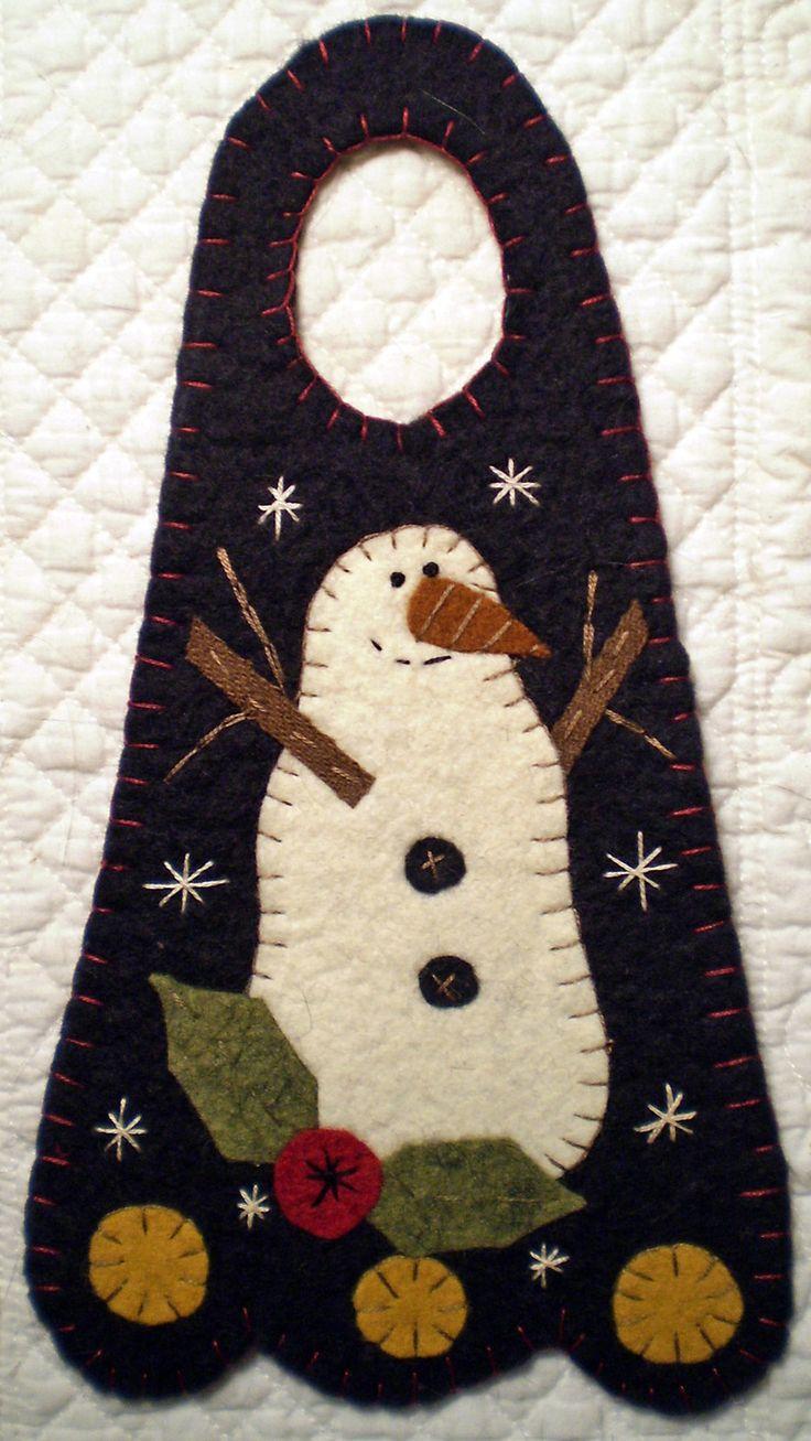 """""""SMILING SNOWMAN"""" Penny Rug Door Knob Hanger"""