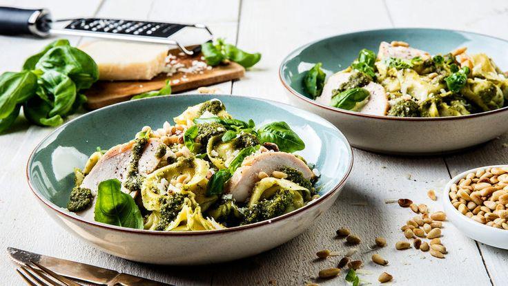 Tortellinisalat med kylling og pesto