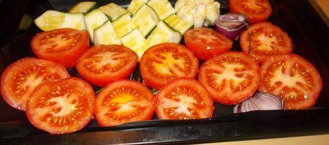 Heerlijke Gekruide Soep Van Geroosterde Tomaten Courgette En Knoflook recept   Smulweb.nl