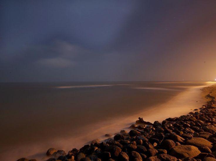 朝焼けに次第に姿を表すカスピ海(PENTAX 645Z、PENTAX-DA FA25ミリF4 AL、F10 110sec ISO100)