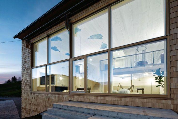 Die Sitzstufen fungieren bei guten Wetter als erweiterte Wohnfläche   Georg Bechter Architektur+Design ©Adolf Bereuter, Dornbirn
