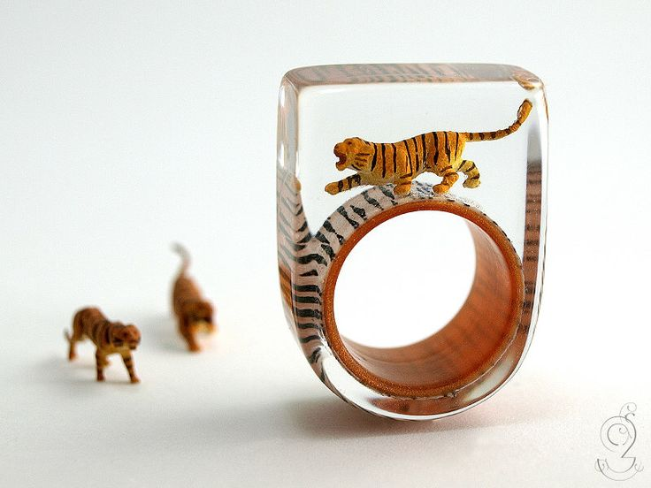 Jungle fever – wild tiger ring with a black-brown mini-tiger on a ring with tiger pattern made of resin by GeschmeideUnterTeck on Etsy https://www.etsy.com/listing/235603002/jungle-fever-wild-tiger-ring-with-a