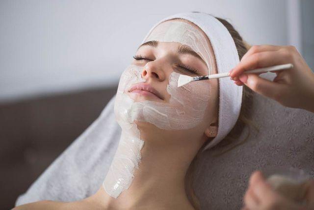 Renueva tu piel con el peeling químico personalizado de Felicidad Carrera