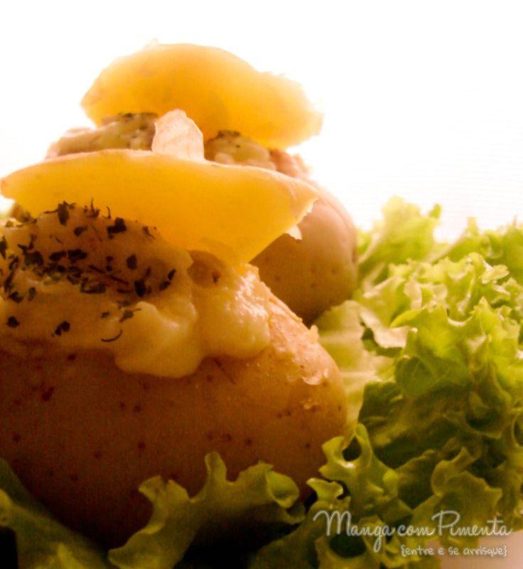 Batatas recheadas {Comfort Food}, para aqueles que querem comer algo diferente no lugar do arroz e feijão. Clique na imagem para ver a receita no blog Manga com Pimenta.