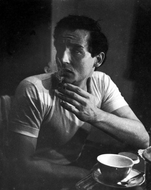 Enzo Sellerio    Palermo, Vittorio Gassman nel camerino del Teatro Biondo, 1957