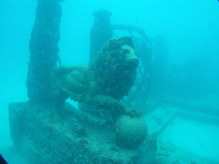 Neptune Memorial Reef, Miami, Florida. Cementerio submarino.