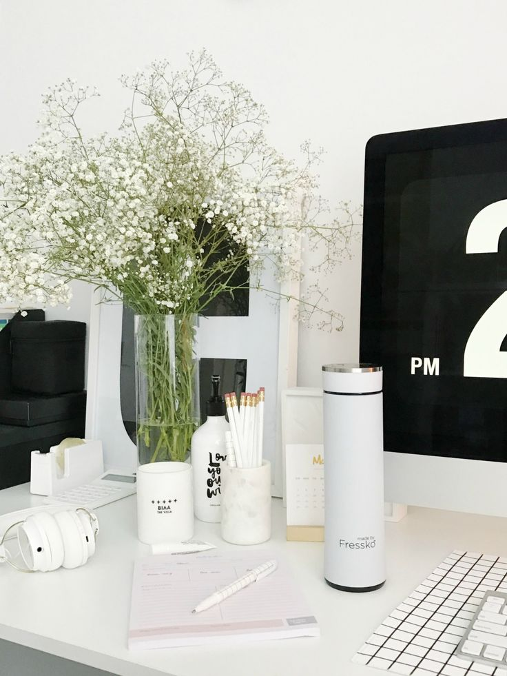 Scandinavian Style Office. White Office Styling. Stylish And Contemporary  Office Styling Using White Decor