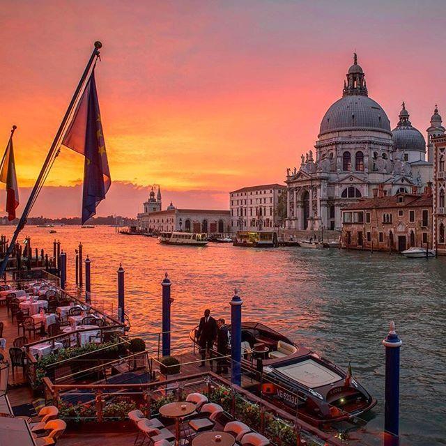 Yellow and pink skies in Venice  (: @kurtarrigo)