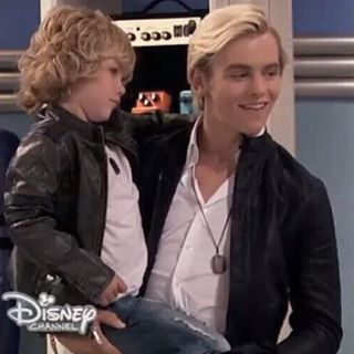 Awwww so cute Ross is going to make a great dad one day