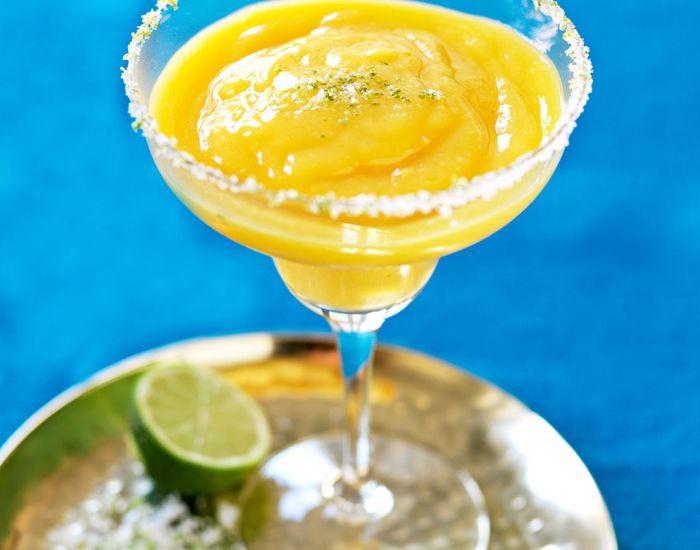 Hva med en frisk og fruktig mango-margarita før middag?