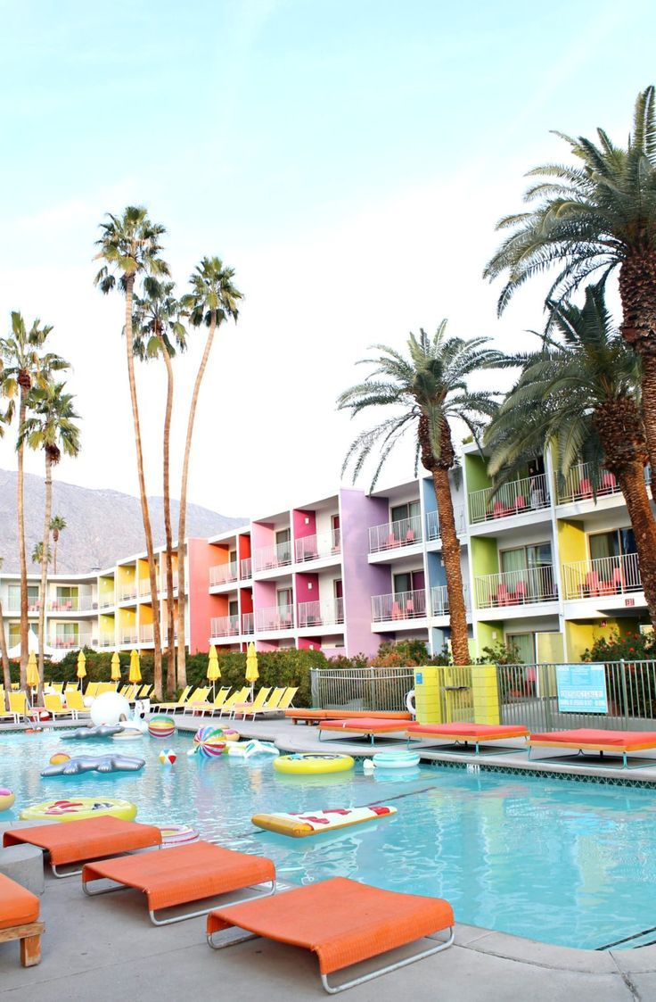A colourful tour of Palm Springs including the Saguaro hotel, Parker Palm Springs hotel and the colourful doors of Palm Springs. More Hotel Decoration Ideas on https://www.barazzi.com/