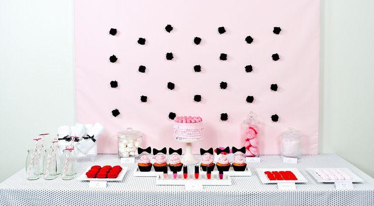 Enterrement de vie de jeune fille autour d'une sweet table sur le thème spa  et maquillage www.rosecaramelle.fr #gouter #anniversaire #rose #spa #makeup #maquillage #bonbons #girly #pastel #candybar #evjf #sweetable #beautyparty #barabeaute #party #fete
