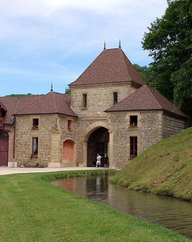 Château de Pupetières à Châbons (Isère, France)   par Denis Trente-Huittessan