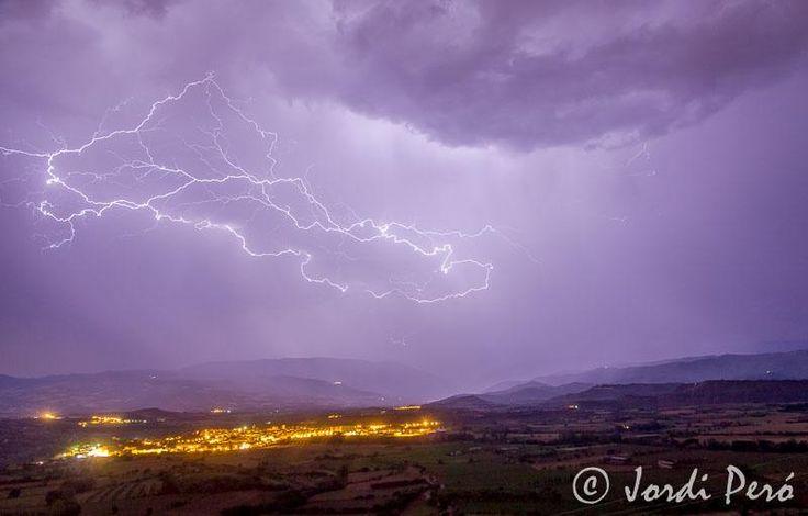 LLampegada - Tormenta electrica - lightning storm19 Juliol 2014 #Tremp Foto Jordi Peró