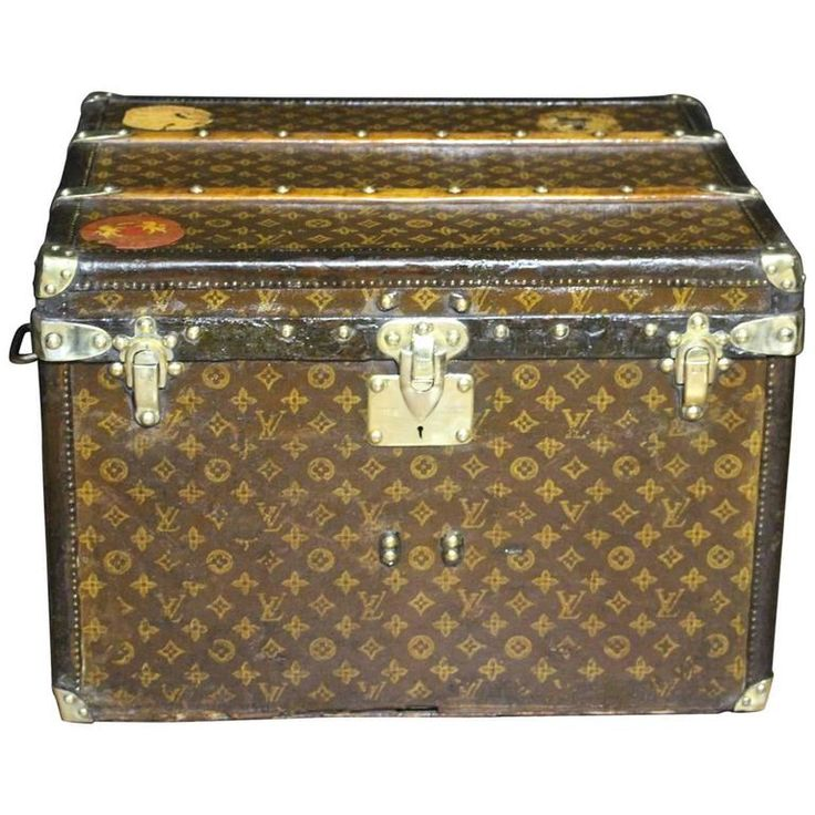 Small 1920s Louis Vuitton Monogramm Steamer Trunk | From a unique collection of…