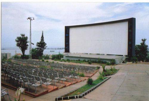 Teatro y Cine Miramar, Luanda. En ese escenario presentamos el Espectáculo montado en la Cía en Cuba.