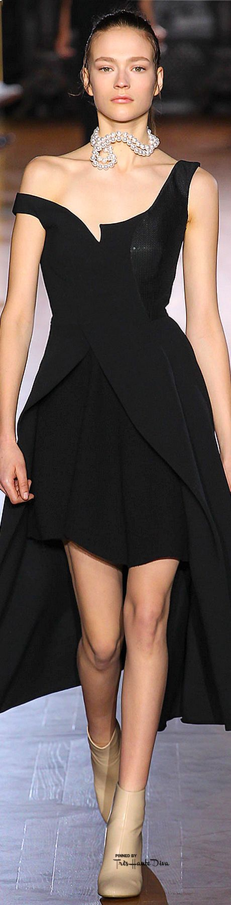#PFW Stella McCartney Fall 2015 ♔THD♔ More of this collection on my Paris Fall 2015 RTW Fashion board.                                                                                                                                                     More