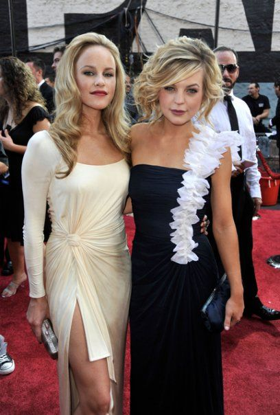 Actress Julie Marie Berman and Kirsten Storms at the Daytime Emmy Awards, 2009