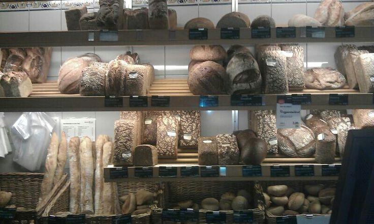Beumer und lutum cafe bäckerei     berlin   ,es gibt viele verschiedene brot arten