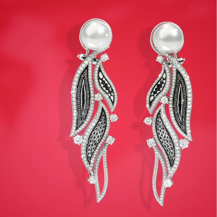 The elegance of black micromosaic, diamonds and pearls is here condensed in our precious Lucea earrings.