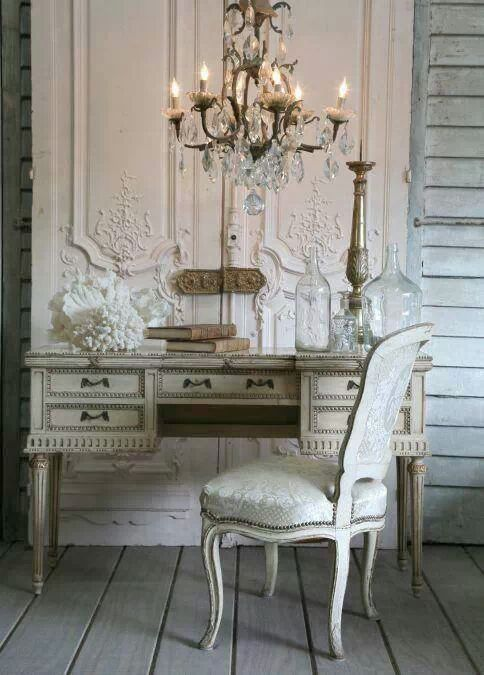 Beautiful detail in this vignette~love the double doors, gorgeous~❥